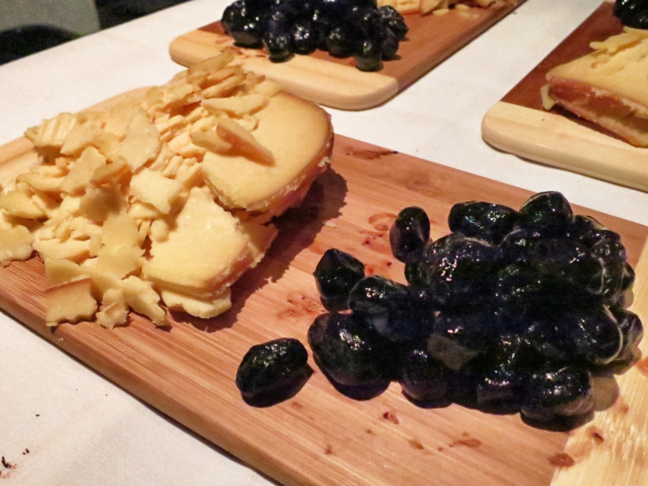 Imperial Amber Food Pairing of Smoked Gouda and Sun-Dried Olives